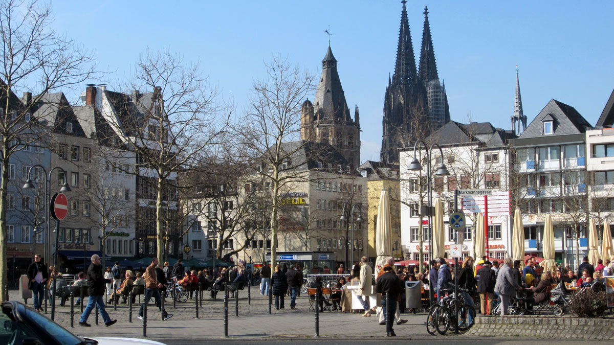 Heumarkt, erster Frühlingstag in Köln, bk