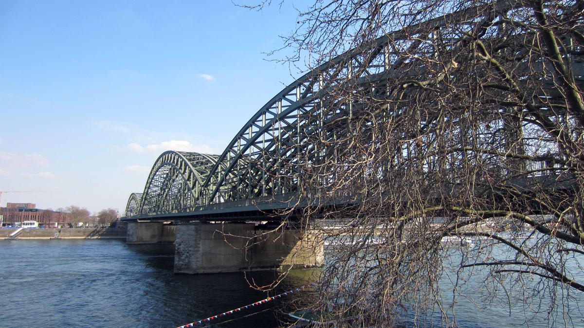 Hohenzollernbrücke, erster Frühlingstag in Köln, bk